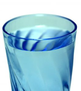 W diecie 1200 kcal pij od 8 do 10 szklanek wody